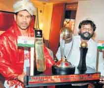 Sachin gifted World Cup Trophy replica