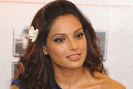 Bollywood Actress Bipasha Basu at Mumbai Airport