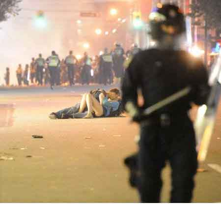 Vancouver Kissing Couple in Hockey Riots